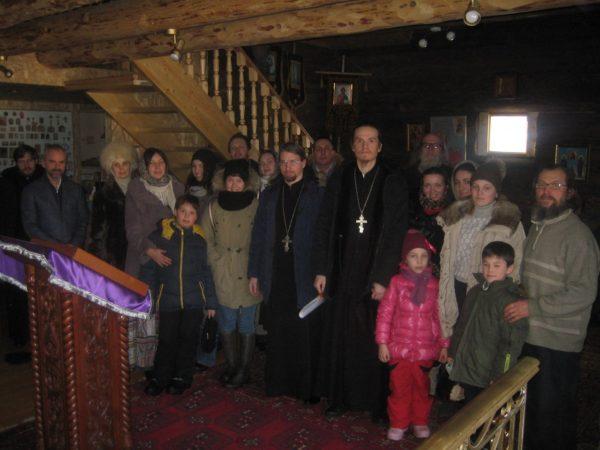 """Участники молодежного клуб """"Космос"""" посетили храм св. страстотерпца Алексия в Петергофе."""