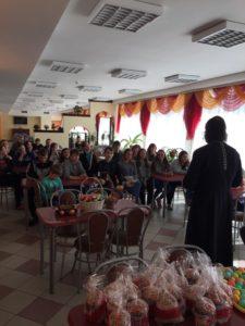 Поздравление воспитанников подшефного детского дома настоятелем и прихожанами нашего храма