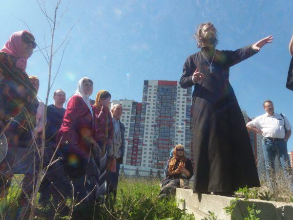 """Молодежный клуб """"Космос"""" приглашает на молебен на месте строительства храма"""