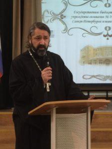 Настоятель нашего храма протоиерей Михаил Браверман принял участие в рождественских чтениях Кировского благочиния.