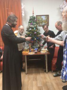 Настоятель нашего храма протоиерей Михаил Браверман посетил Центр пребывания лиц без определенного места жительства.